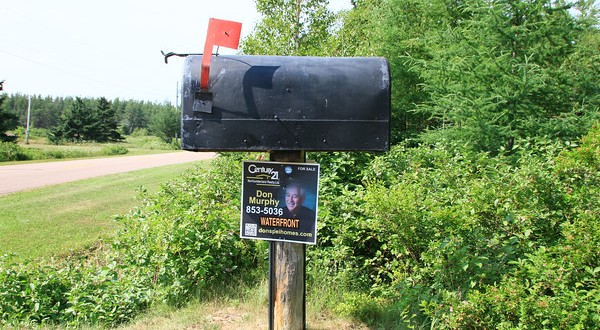 What to do in PEI #4 : Go find a ridiculous PEI Mailbox!!!